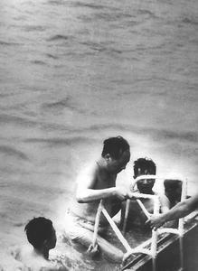 毛主席1958年9月16日在长江安庆段游泳